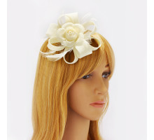 Ozdoba do vlasů Ivory Feather & Flower Hair Fascinator On Clip
