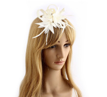 Ozdoba do vlasů Ivory Feather & Flower Mesh Fascinator