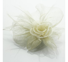Ozdoba do vlasů Beige Feather & Flower Fascinator on Comb