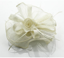 Ozdoba do vlasů Ivory Feather & Flower Fascinator on Comb