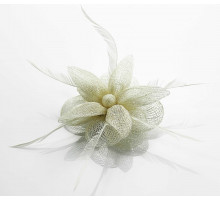 Ozdoba do vlasů Beige Feather & Mesh Flower Fascinator on Clip