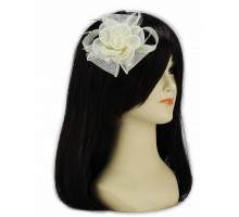 Ozdoba do vlasů Ivory Feather and Mesh Flower Fascinator
